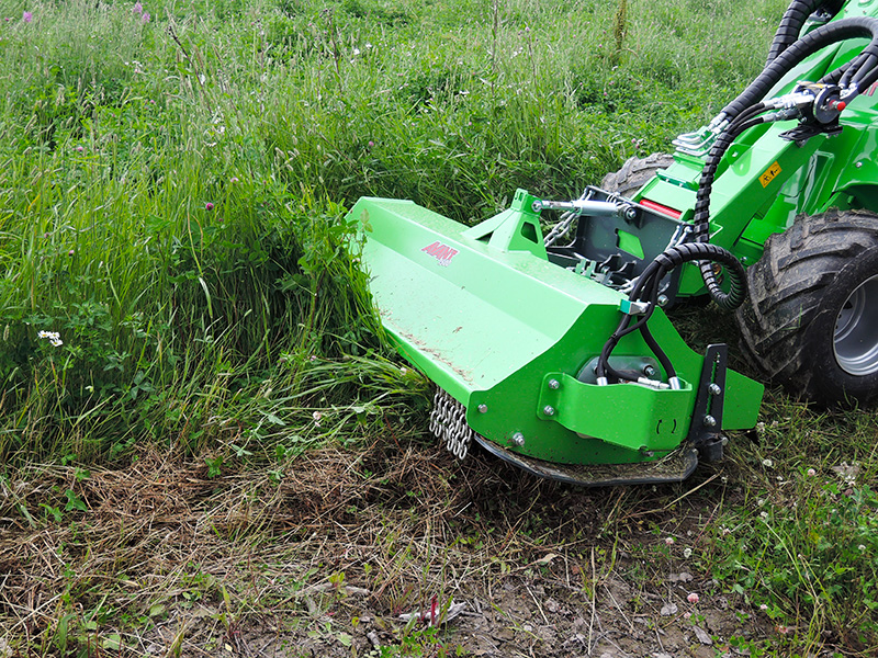 Large-Grounds-Mowing-and-Strimming